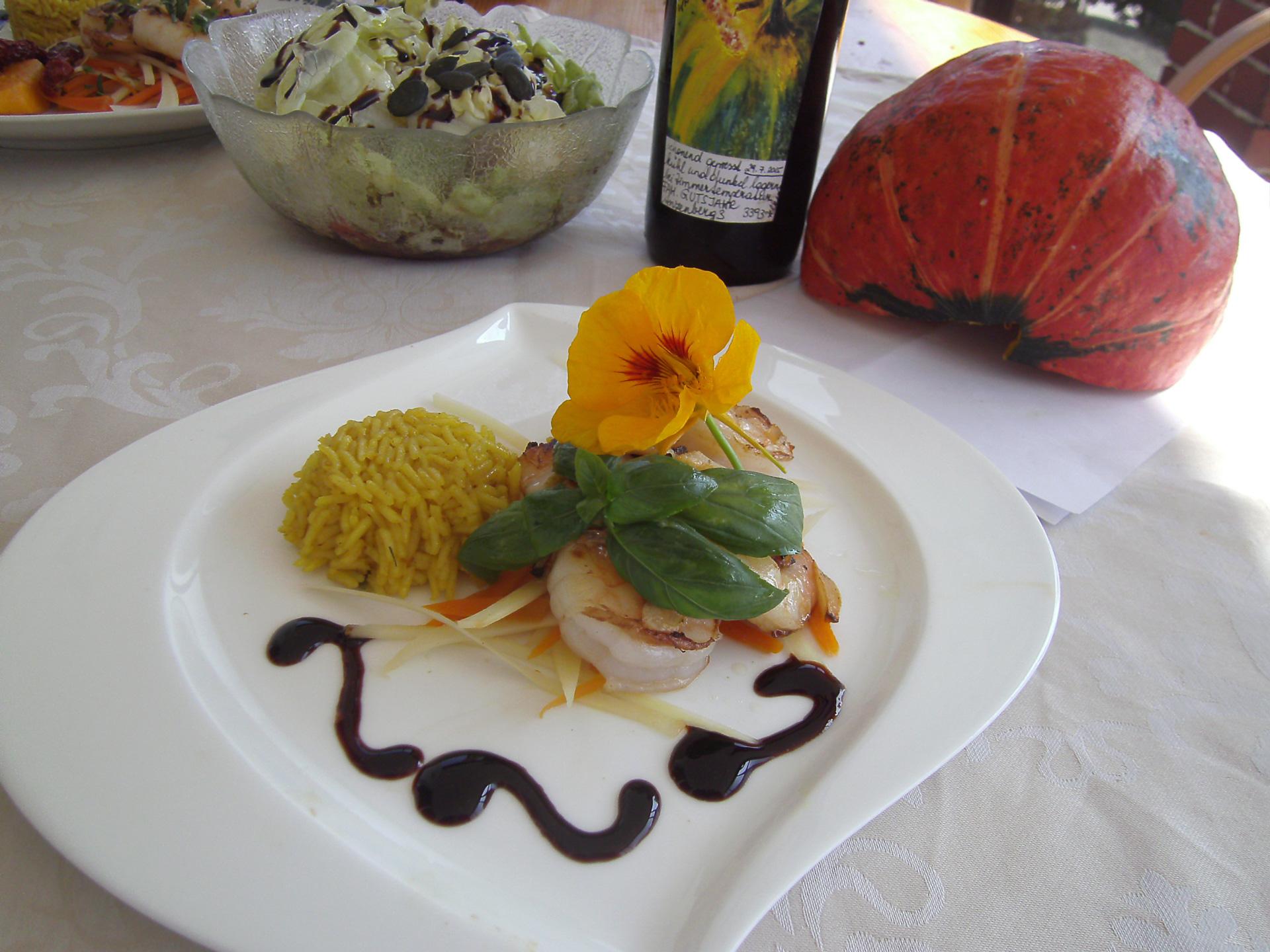 Jakobsmuscheln mit Curryreis und Gemüsejulienne