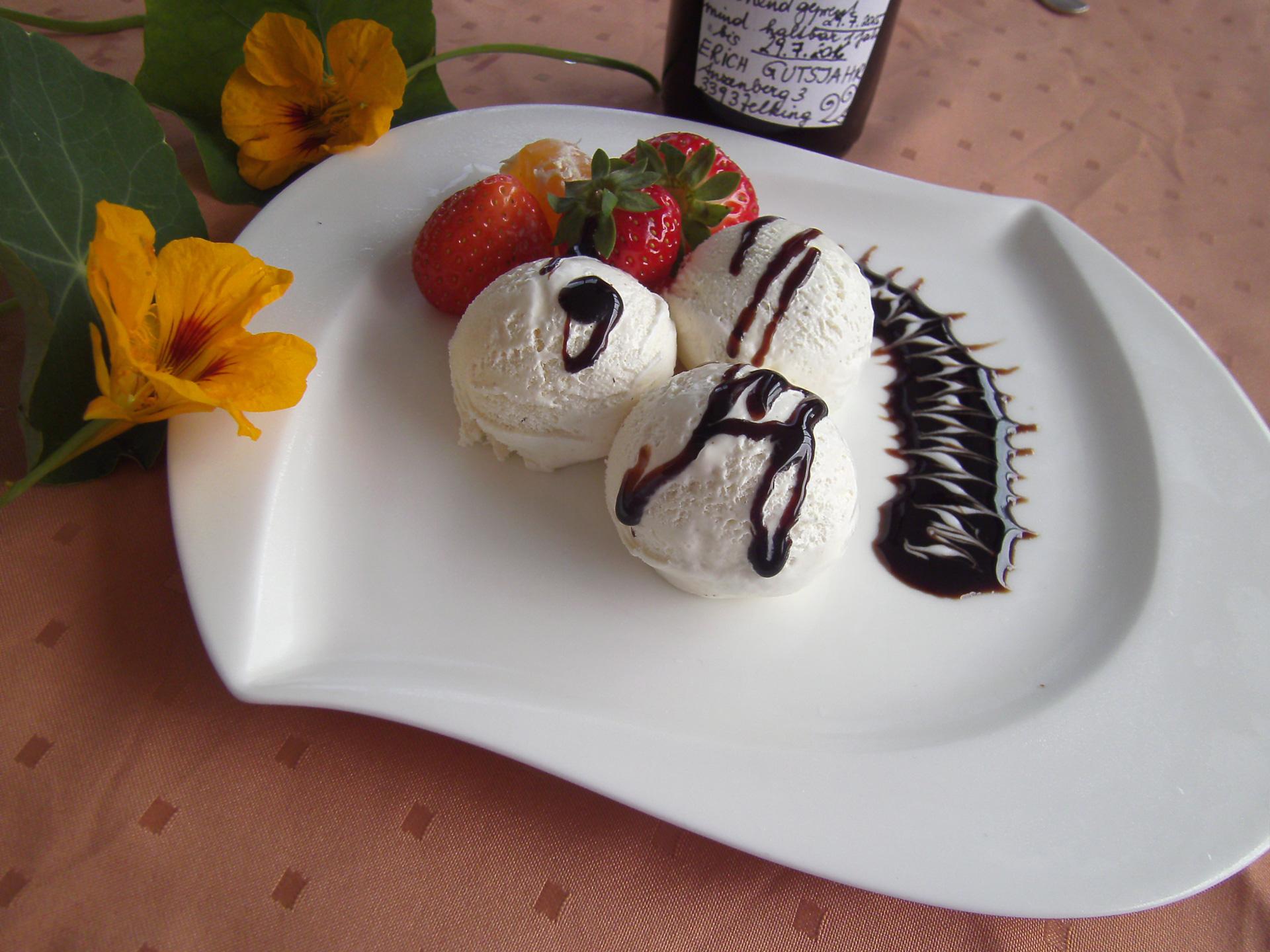 Vanillieeis mit Kürbiskernöl